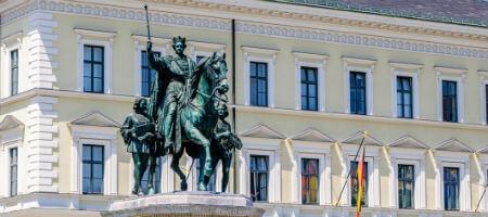 大学季節コース ミュンヘンのジーメンス本社と王様の銅像
