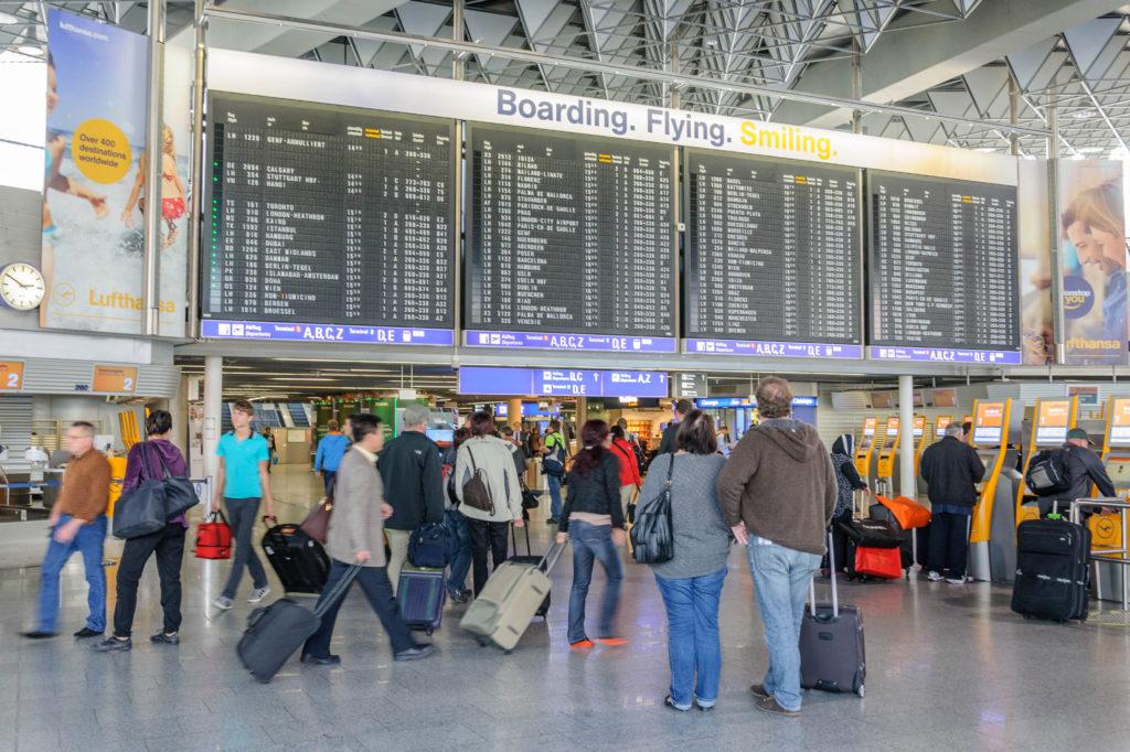 ゲーテ・インスティテュート フランクフルト 空港フライト掲示板