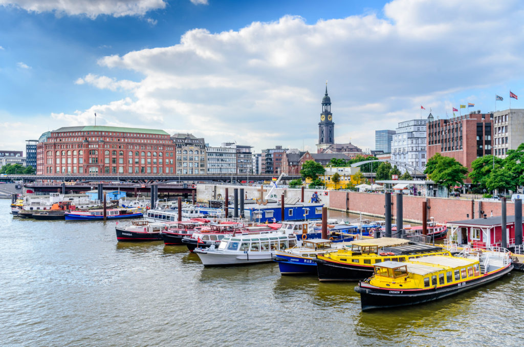 ハンブルク港に停泊するボート