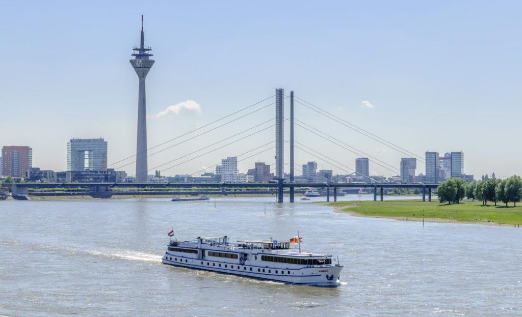 ライン川と観覧船