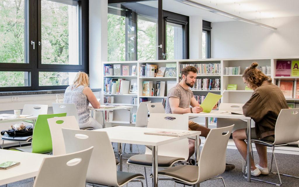 学校の図書館