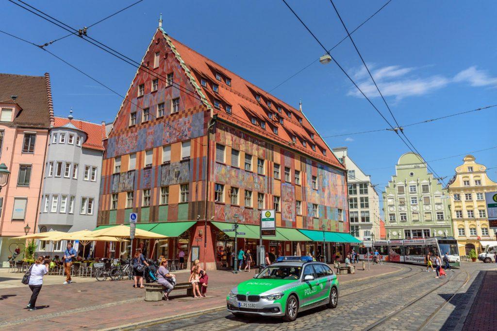 アウグスブルク旧市街地の壁画を施された建物