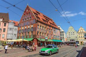 Augsburger Deutschkurse アウグスブルク旧市街地の壁画を施された大きな建物