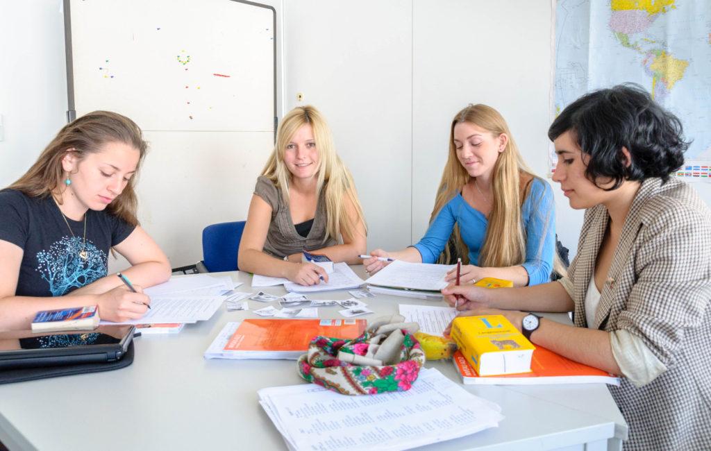ケルンの語学学校 カール デユーイスベルク センター ケルン