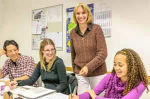 カール デユーイスベルク センター ミュンヘン レッスン中の講師と生徒