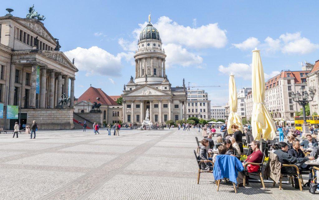 ベルリン中心部のカフェと劇場