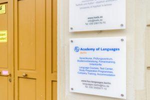 F+U Academy of Languages Berlin 入り口の看板