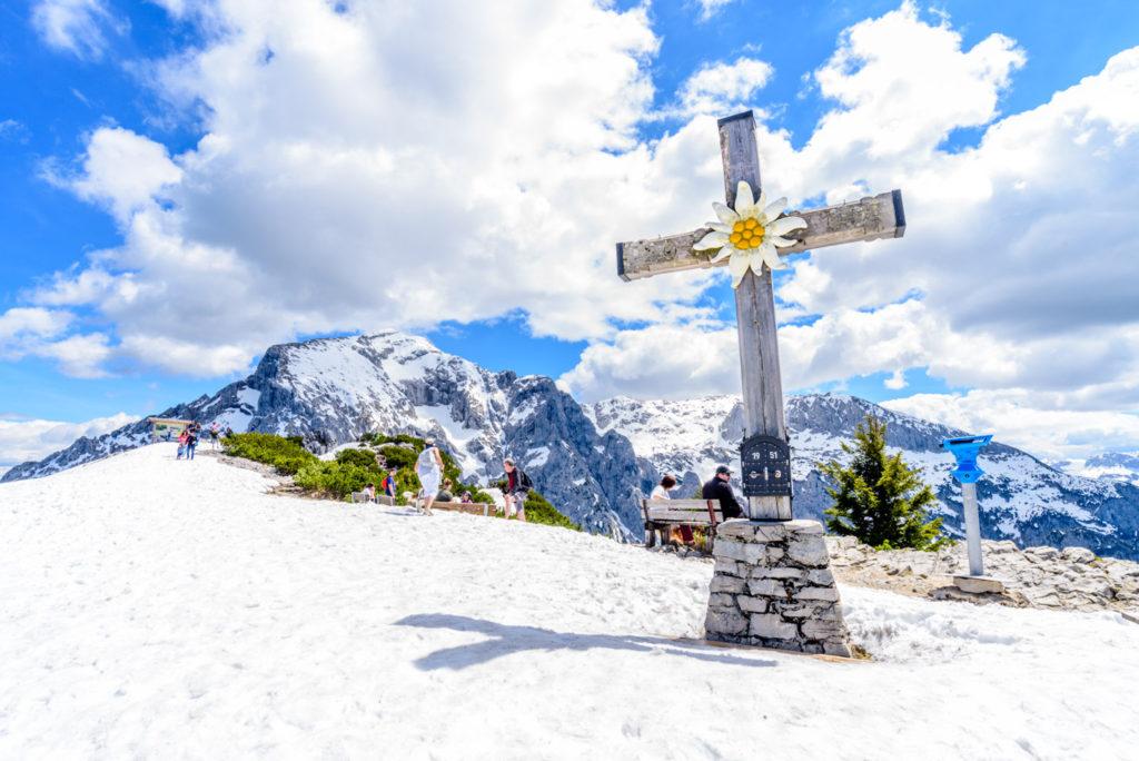 雪山と十字架