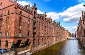 運河と倉庫街