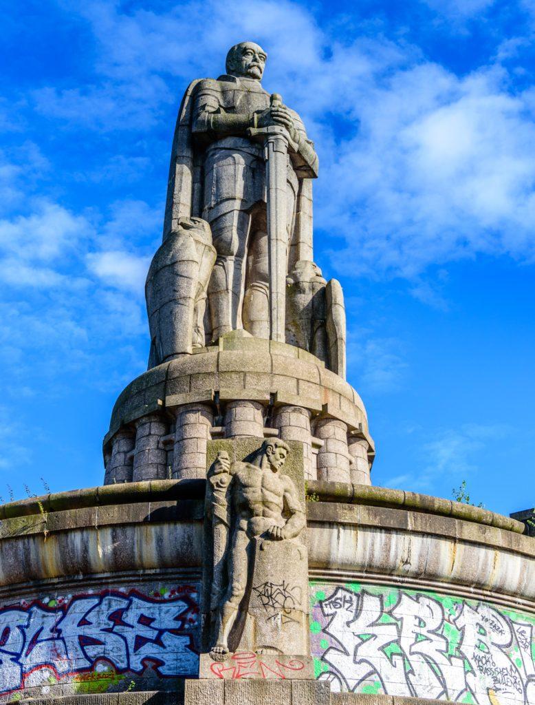 ハンブルク のビスマルク像