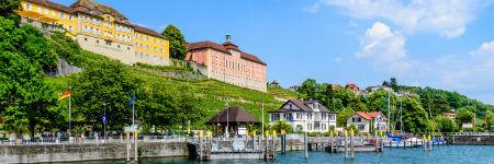 ドイツの観光名所 メーアスブルクの港と宮殿