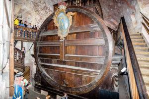 でかいワイン樽