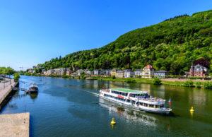 ハイデルベルクのネッカー河を下る遊覧船
