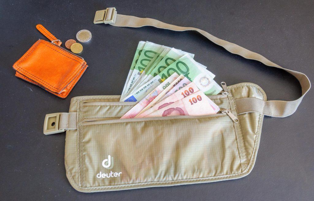 腹巻財布の現金
