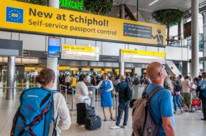 アムステルダム空港のパスポートコントロール