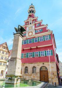 エスリンゲンの旧市役所正面と鷲の銅像