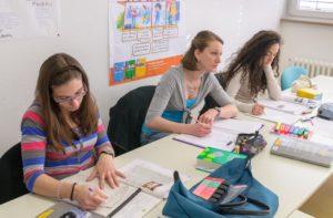Akademie Zeitgeist レッスン中の女性生徒3名