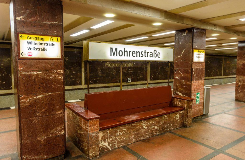 モーレン通り駅 / Mohrenstr.駅 - ヒトラーの首相官邸の大理石?