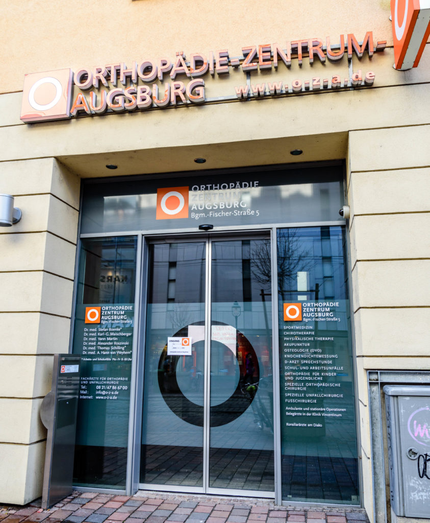 診療所の入り口