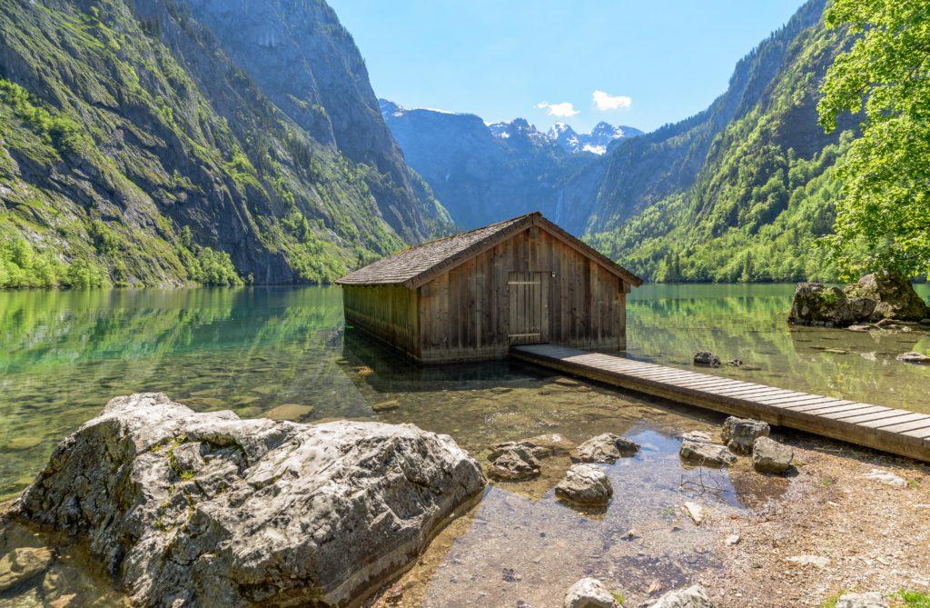 ドイツの観光名所 湖に浮かぶ小屋