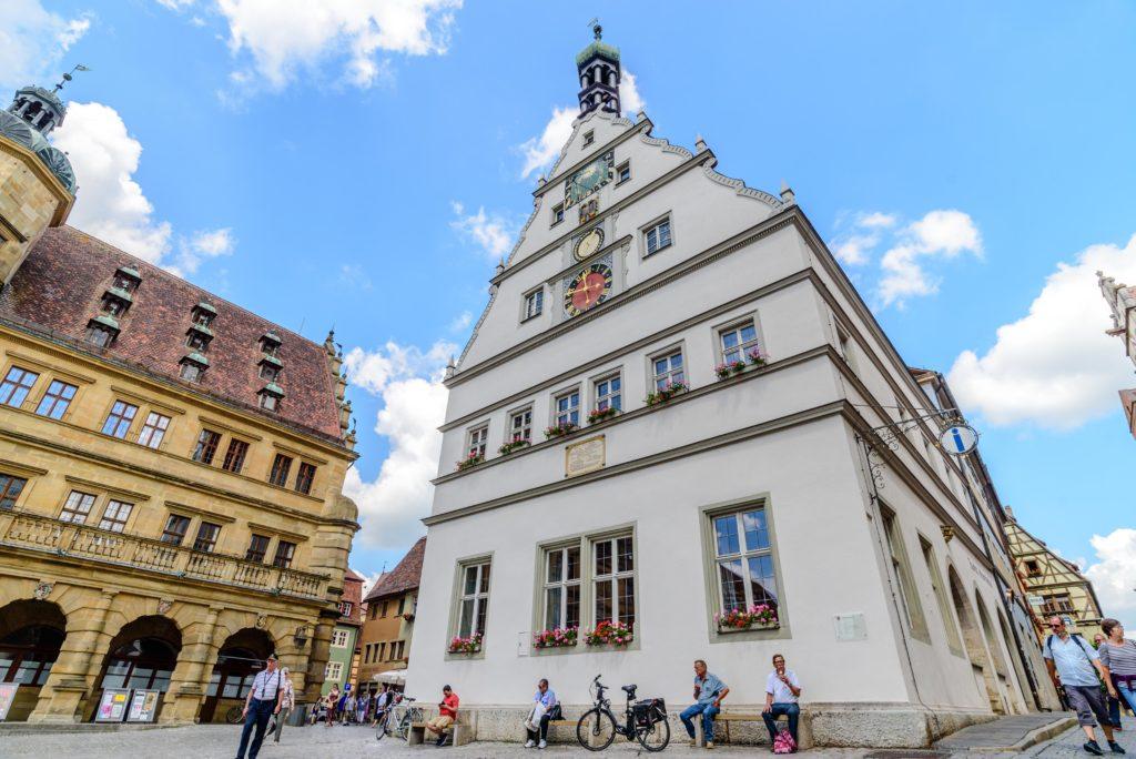 ローテンブルク 真っ白な市役所酒場