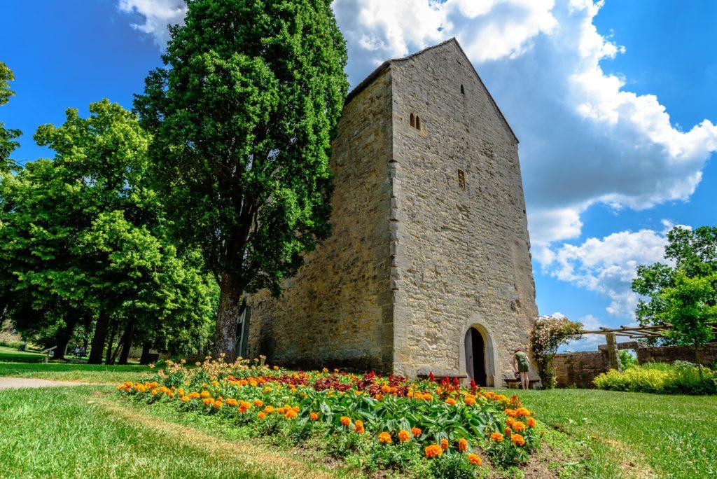 花壇とシュタアウファー要塞