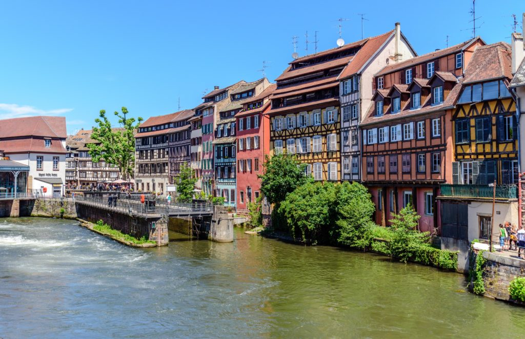 シュトラースブルク 運河沿いに並ぶ綺麗な家屋