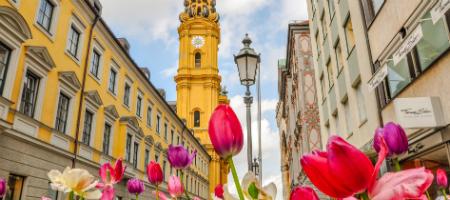 ドイツ留学 チューリップと教会の尖塔