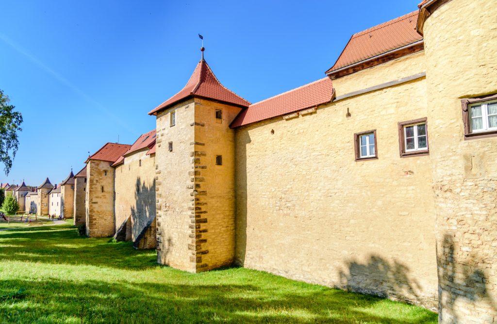 ヴァイセンブルク 延々と繋がる城壁