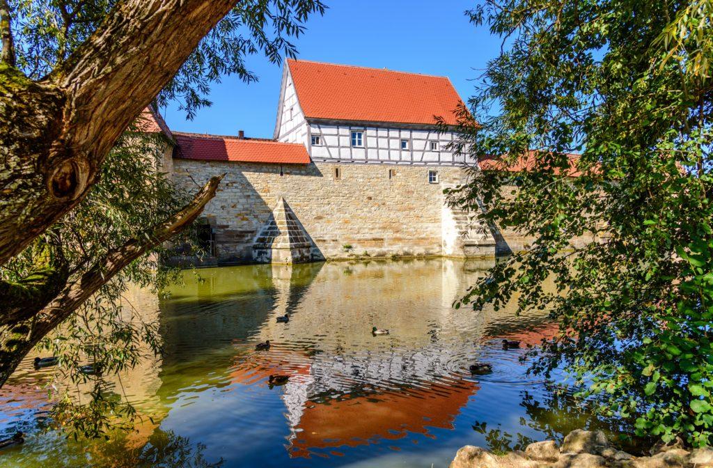 ヴァイセンブルク 観光 - 延々と続く城壁が圧巻!