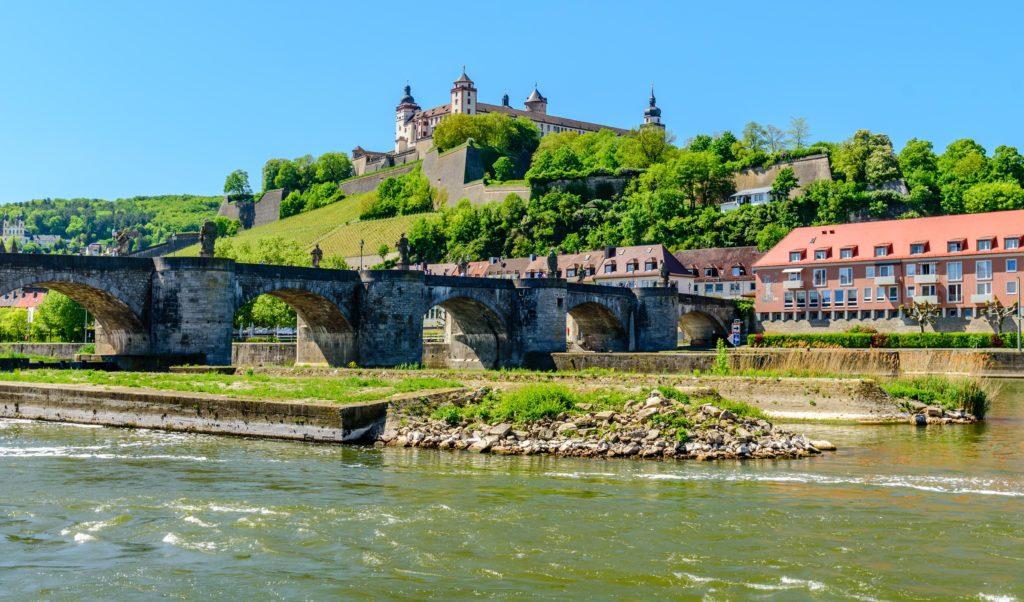 ヴュルツブルク 観光 - 要塞から見下ろす町の景色は絶景!