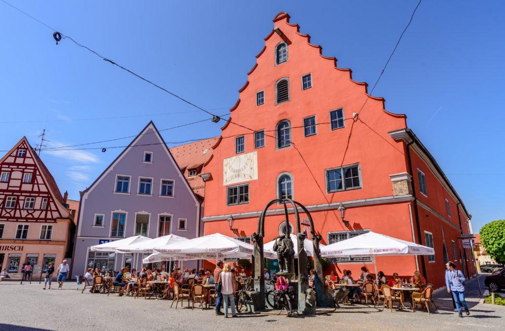 ネルトリンゲン 真っ赤な建物