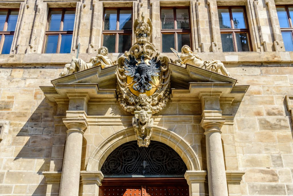 ニュルンベルク 市役所の入り口の飾り