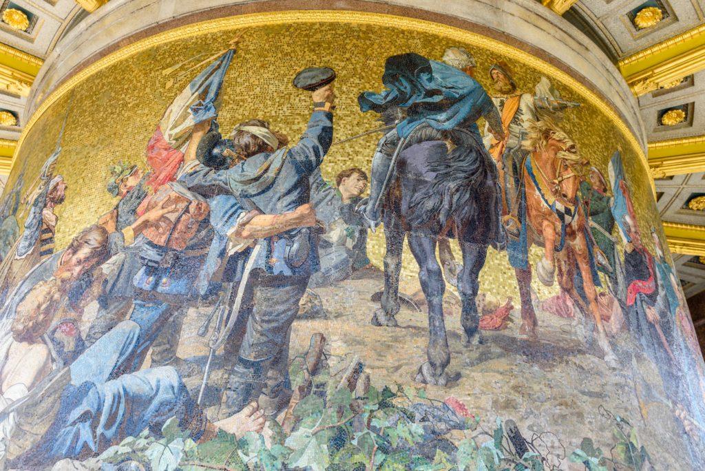 ベルリン ドイツ統一の戦いが描かれた壁画