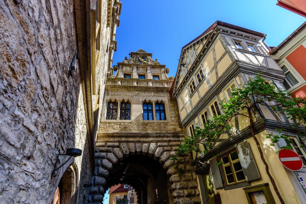 マルクトブライト 石造りの門と建物