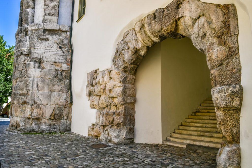 駐屯地の正門 ポルタ プレトリア