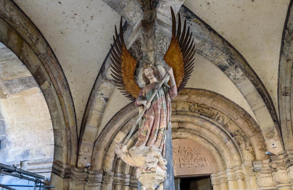 竜退治の像