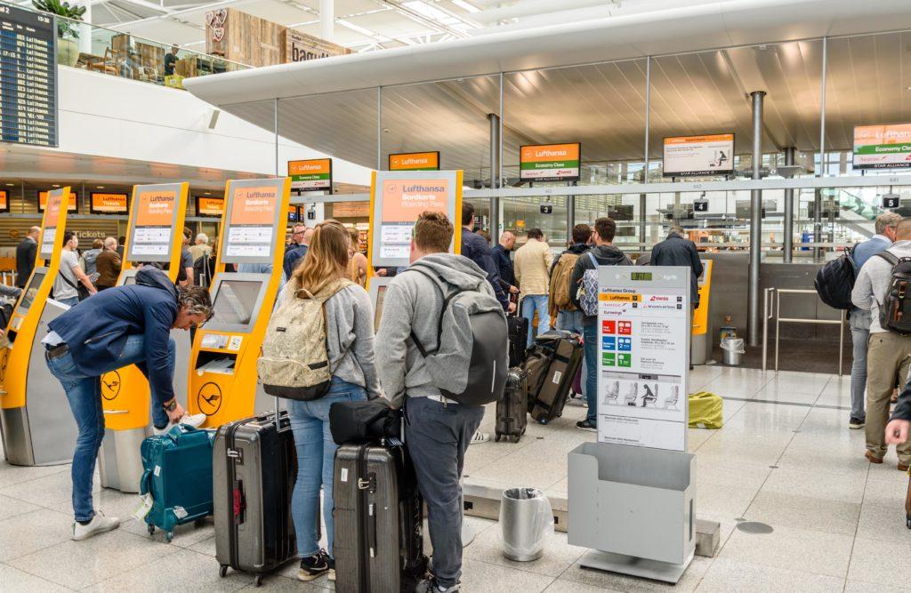 空港内の自動チェックイン