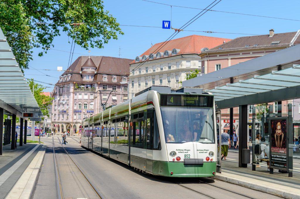 路面電車と駅