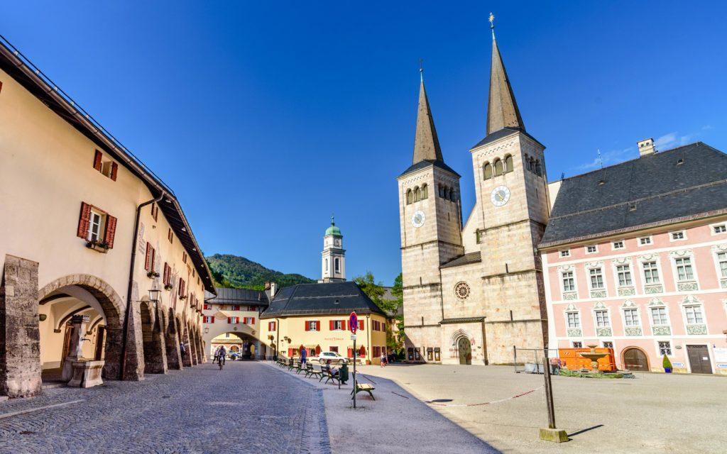 ベルヒテスガーデン 中心部の教会と宮殿