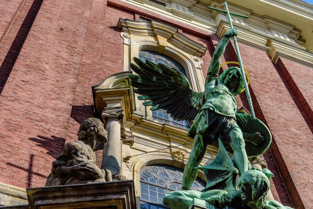 聖ミヒャエルのサタン退治像