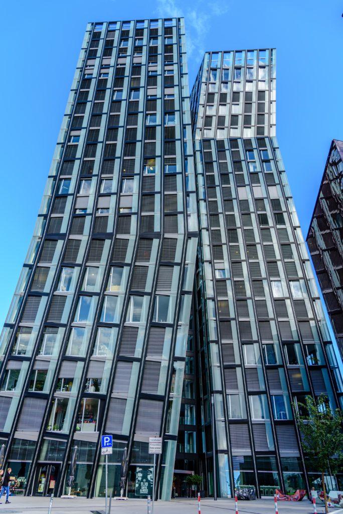 ハンブルク 曲がった形の高層ビル