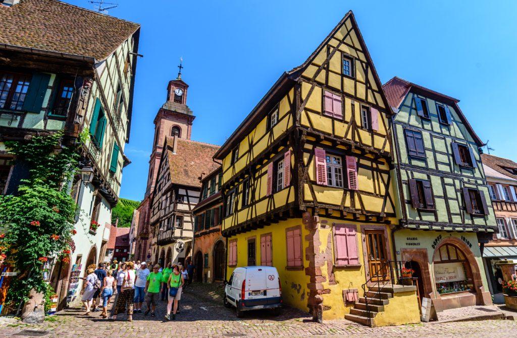 旧市街の綺麗な家屋群