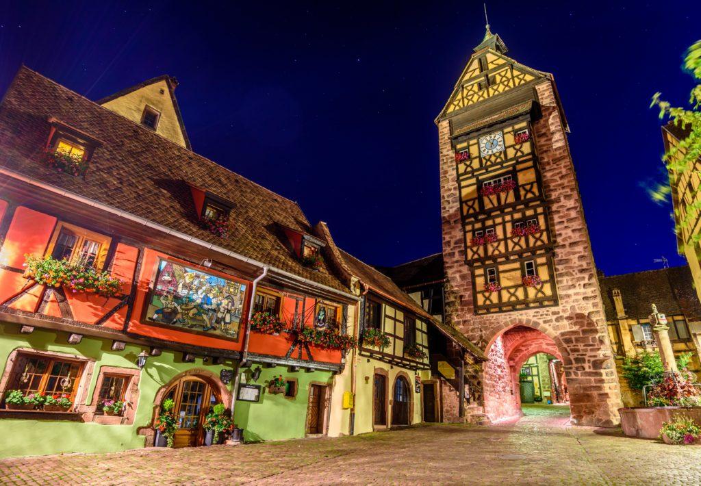 リクヴィール 城門ドルダーの夜景