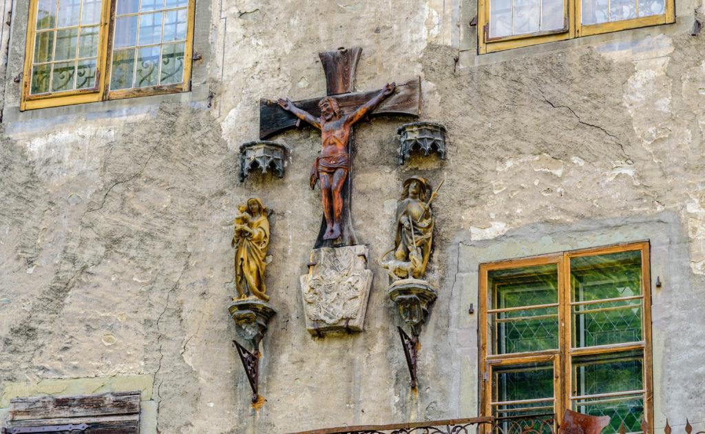 バルコニーの十字架