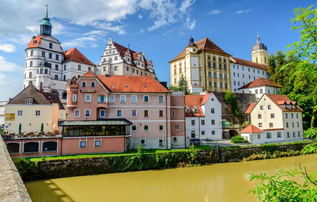 ノイブルク ドナウ河畔に聳える城
