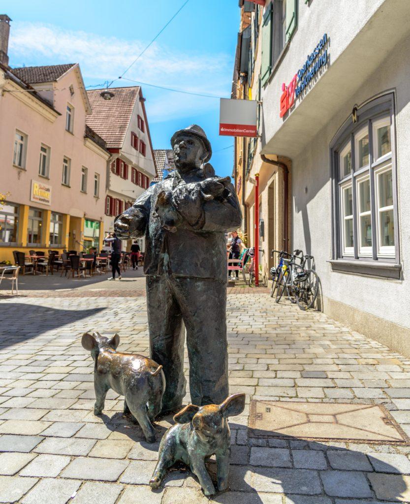 リートリンゲン 豚を抱えた銅像