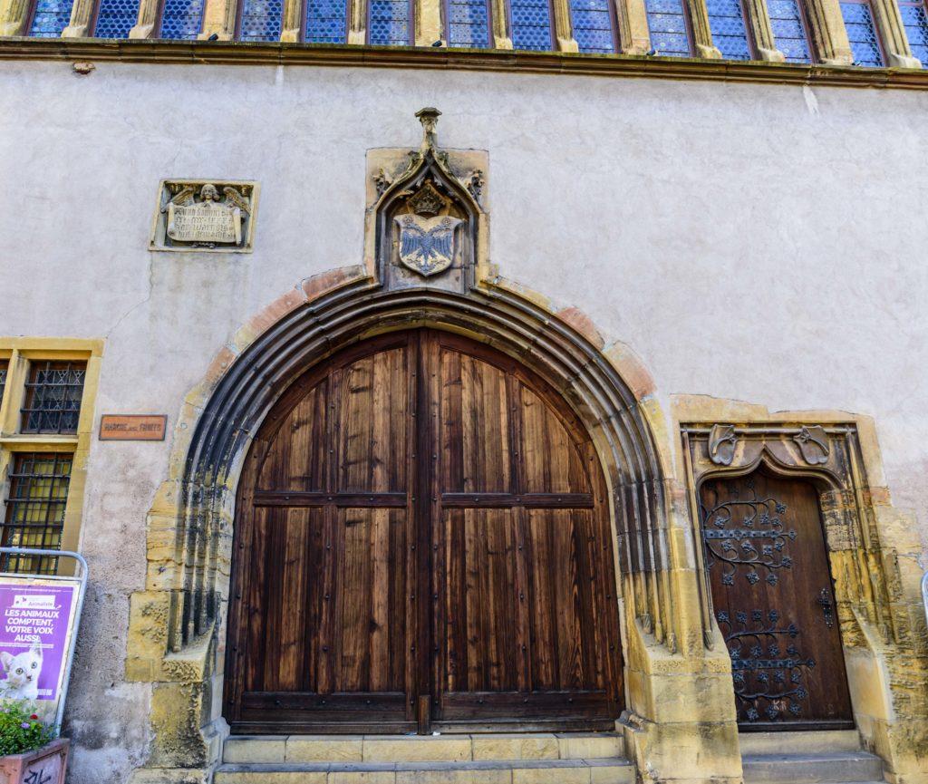 コルマール 関税局の入り口の双頭の鷲の紋章