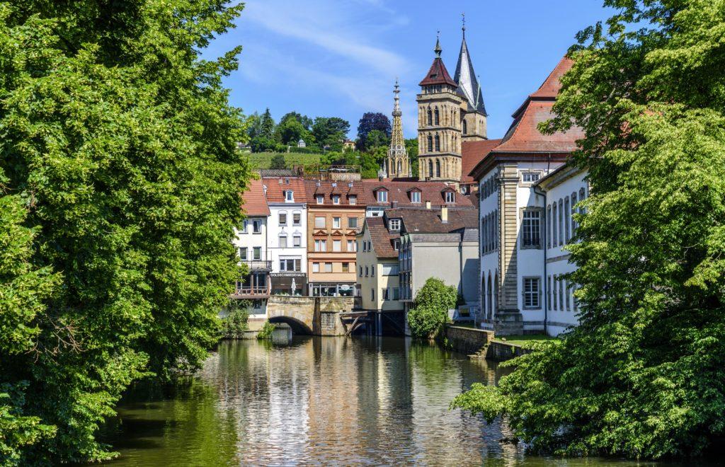 水路と教会の尖塔