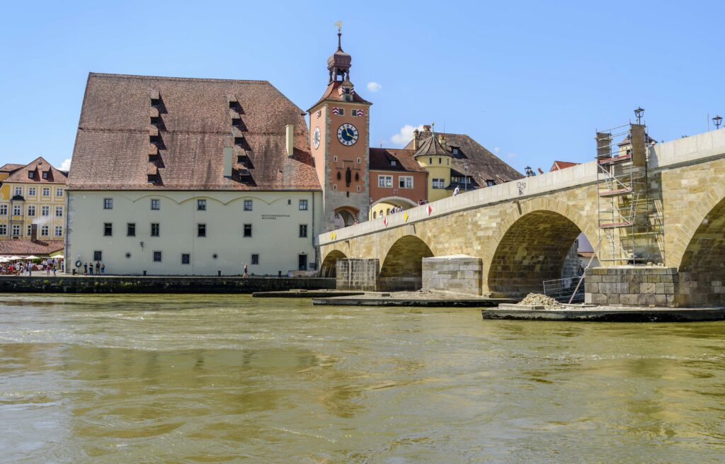 レーゲンスブルク 観光 ドナウ河畔で最も美しい中世の街